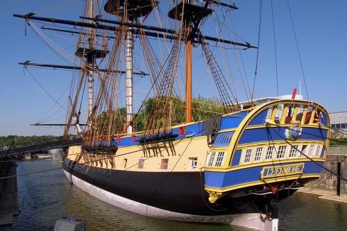 L'Hermione, un trois-mâts de plus de 65 mètres de long, 2200 m2 de voilure, 1166 tonnes de chêne et de métal, 34 canons...