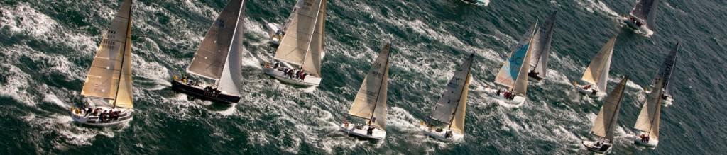 Photographie d'un groupe de bateaux en pleine mer pendant l'Armen Race