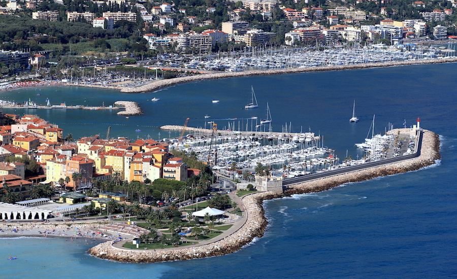 Photographie du Port de Caravan, à Menton sur la côte d'Azur