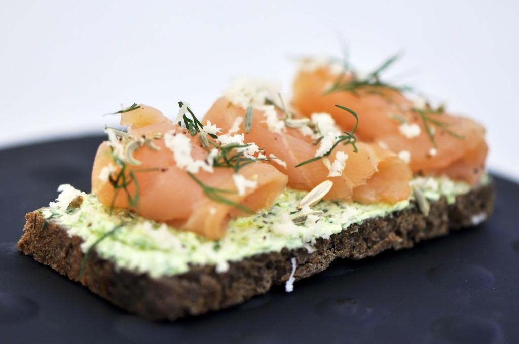 Photographie d'une spécialité culinaire Corse, le carpaccio de saumon