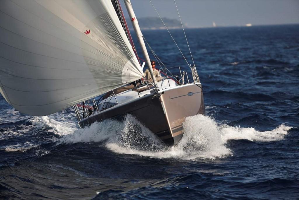 Photographie d'un voilier Dheler 46 de face