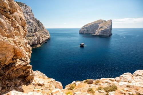 Steilkste auf Sardinien nahe der Neptungrotte