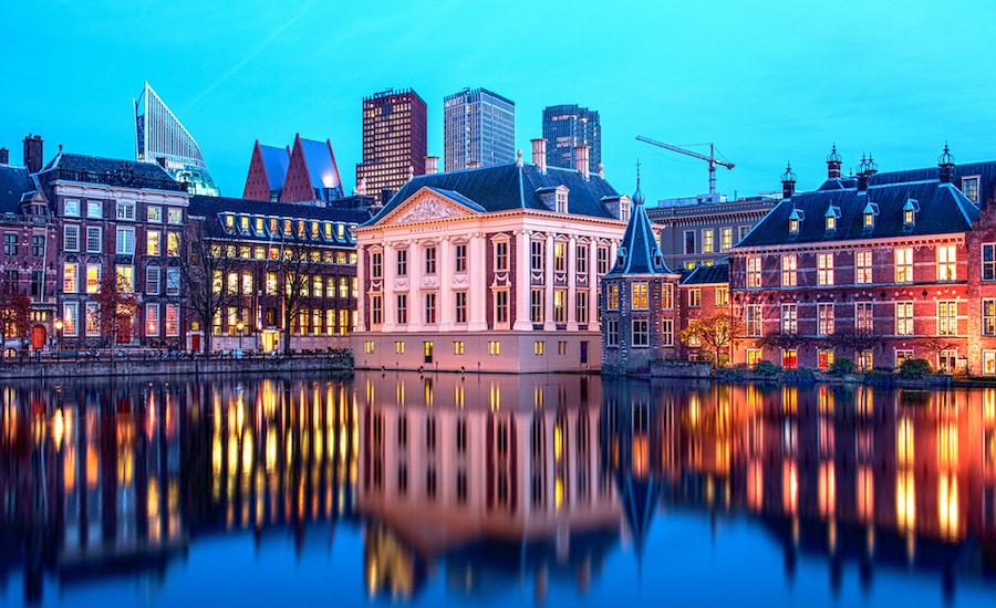 Photographie d'immeubles en Hollande, donnants sur l'eau