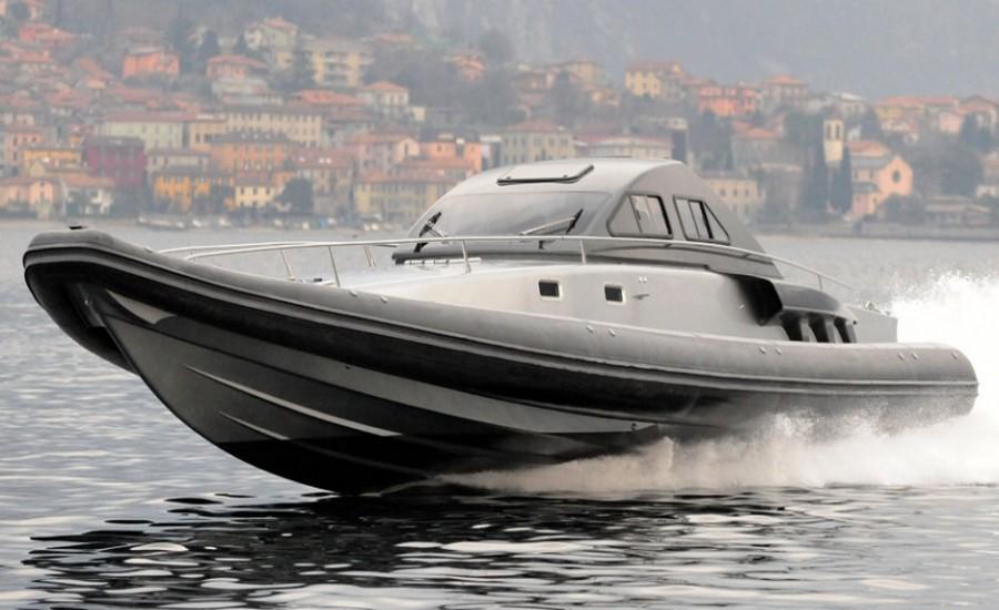 Le Buzzi 55 Rib sur l'eau