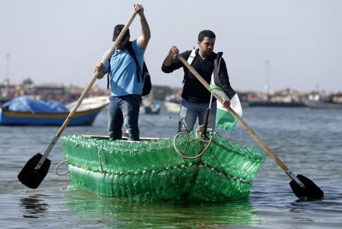Le bateau en bouteilles plastiques de la plage de Gaza