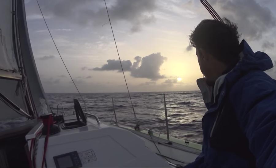 Photographie du Capitaine Rémi, vu de derrière
