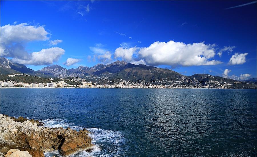Photographie de montagnes sur la côte d'azur