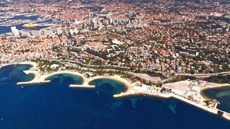 Photographie des plages du Mourillon, à Toulon, vues du ciel