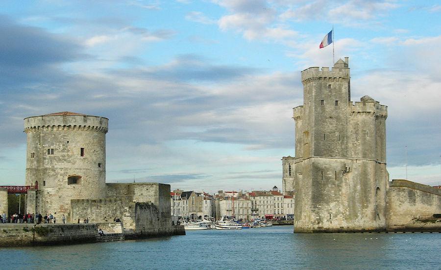 Photographie du Port de La Rochelle, vu de l'entrée et de ses tours