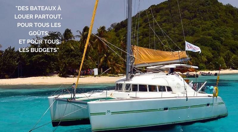 Photographie d'un catamaran sous les tropiques, vu de côté