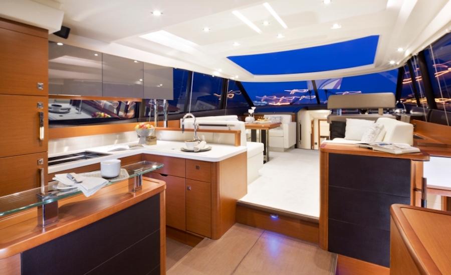 Photographie de l'intérieur d'un Prestige Yacht 550