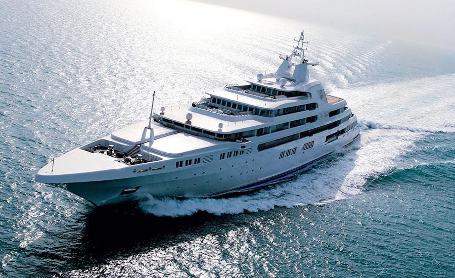 Photographie du yacht le dubai, vu de côté