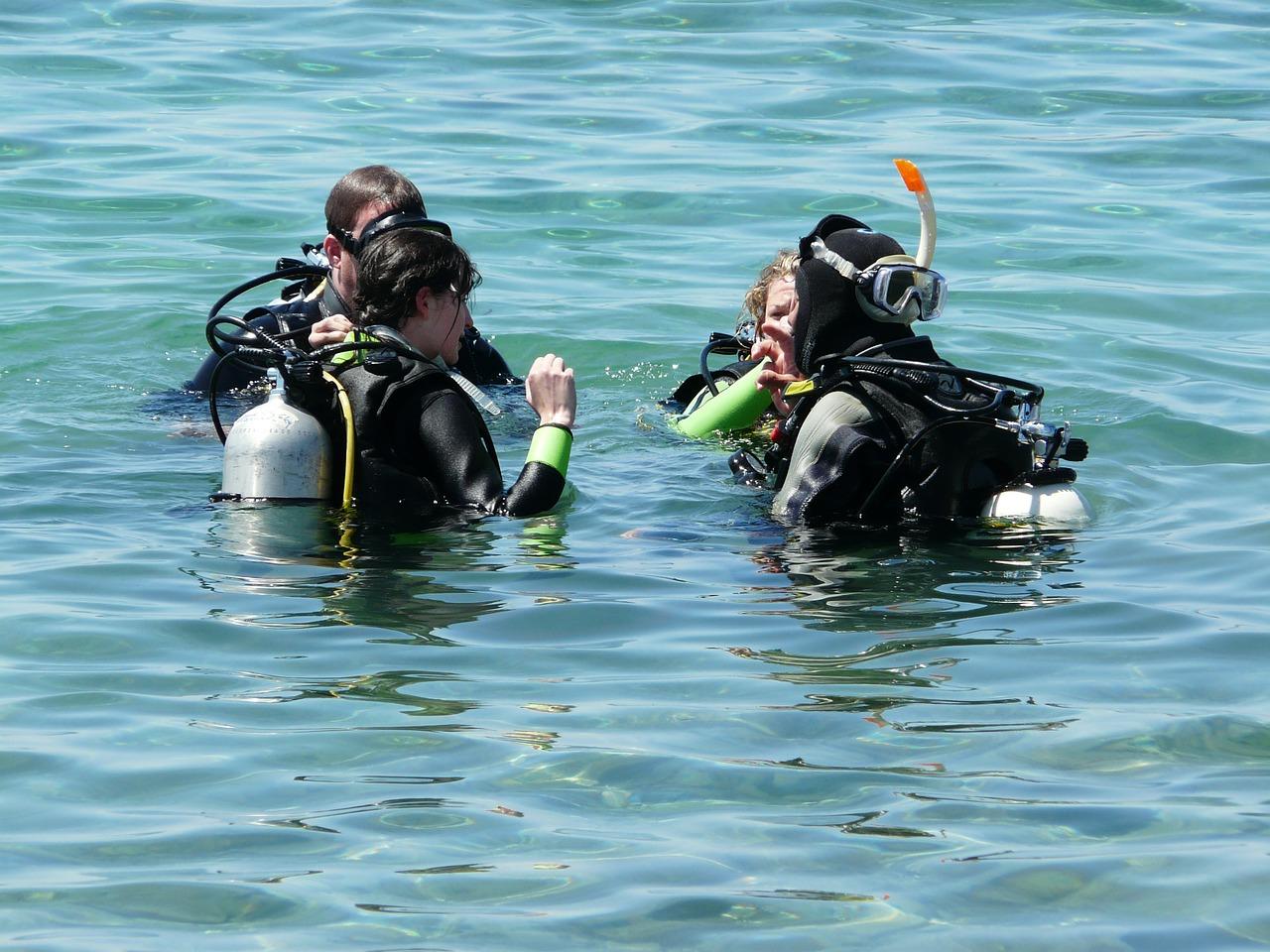 Plongeurs en mer