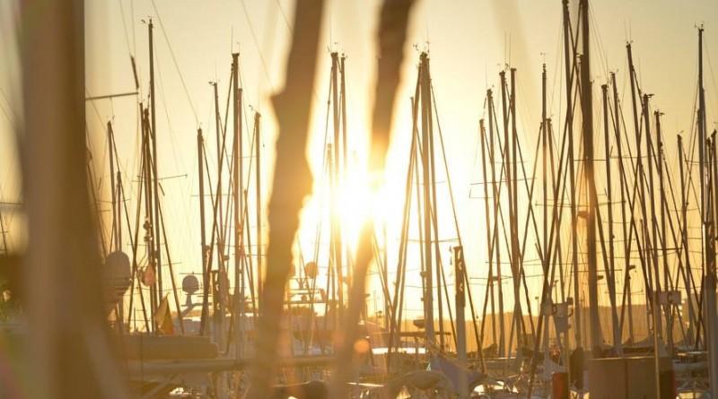 boats-port-sun-harbor-large