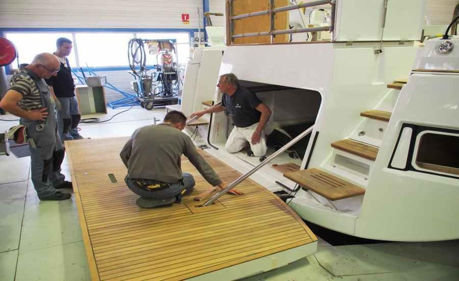 chantier d'un bateau en construction