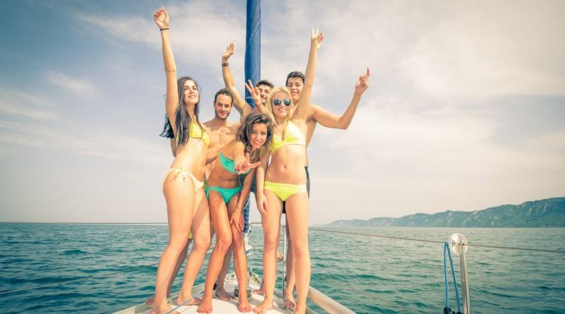 jeunes-sur-un-bateau