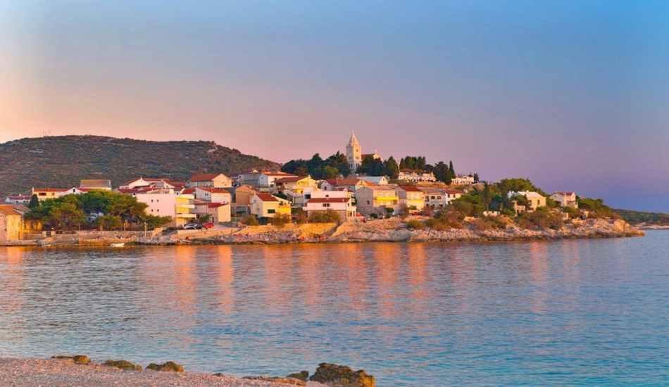 photographie d'une île de la Croatie depuis la mer