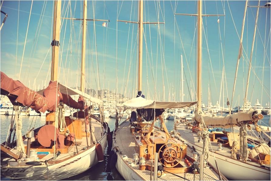 Photographie de plusieurs bateaux dans le port