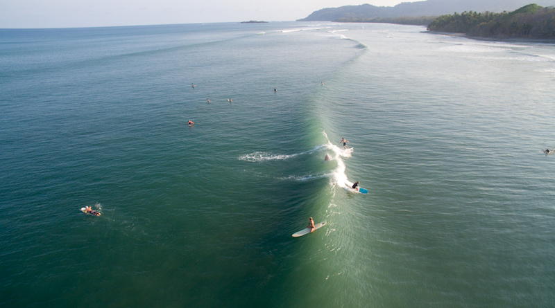 Surfeurs au Costa Rica