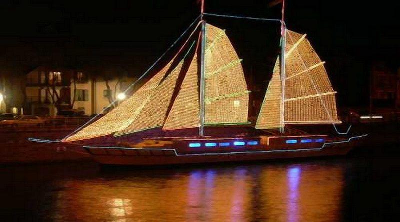 bateau-décoré-Noel-guirlandes