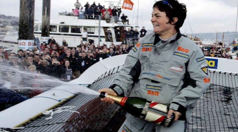 Macarthur-sur-bateau-arrivée-course-ouvre-champagne